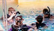 Buceo en la piscina